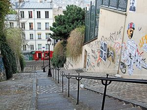 640px-The_Steps_Of_Montmartre_-_Paris_2013